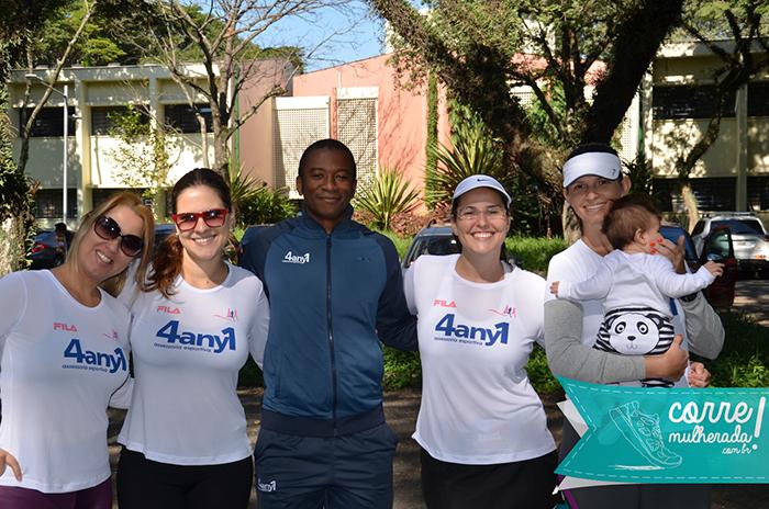 Nós e o Edu, um dos treinadores da 4any1. Essa camiseta nova tá lindona, né? Adoro camiseta branca pra correr!