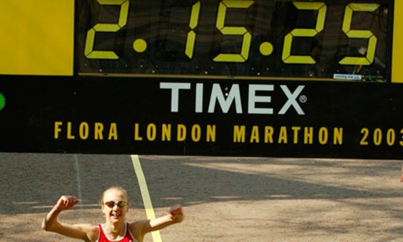 Paula Radcliffe bateu o recorde mundial feminino na Maratona de Londres, em 2003: 2h15min25s