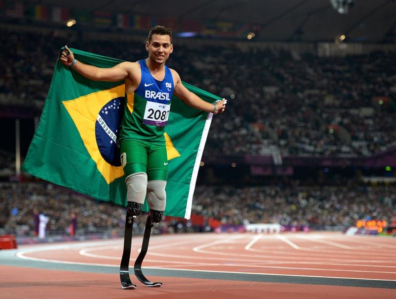 O atleta Alan Fonteles, vencedor dos 200 m T44 na Paralimpíada de Londres, em 2012