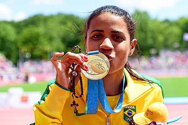 Juliana dos Santos levou o ouro nos 5.000m no Pan 2015, mas vai disputar os 3.000m com obstáculos nos Jogos Olímpicos.